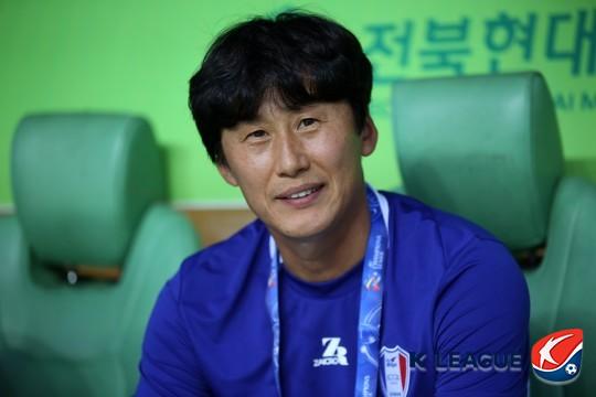 """'대승' 수원 이병근 감독대행, """"서 감독...보고싶다"""""""