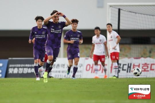 '전반 2골' 안양, 부천에 3-1 완승...2연승 성공