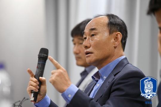 """김학범 감독, """"벤투 감독, 전폭적인 지지 약속했다"""""""