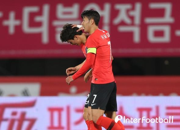 '손흥민 도움→황인범 데뷔골' 한국, 파나마에 2-0 리드