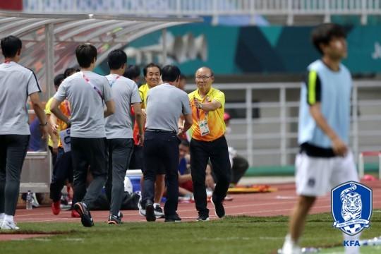 '박항서 매직' 꿈꾸는 베트남, 파주NFC서 훈련 매진...10년 만에 우승 도전!