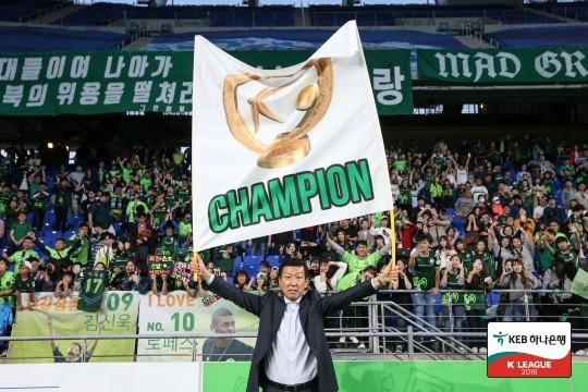 """""""이장님 가지 마요!"""" 전북 팬들의 간절한 외침"""