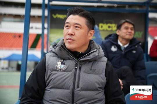 """'안방 대패' 인창수 감독, """"혼란스럽고, 죄송하다"""""""