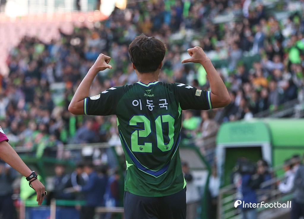 '슈퍼맨' 이동국, 501G 출전...역대 필드플레이어 1위 등극