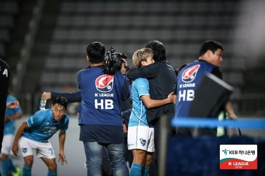 '강상우 결승골' 포항, 경남에 2-1 승리...4위 굳히기 돌입