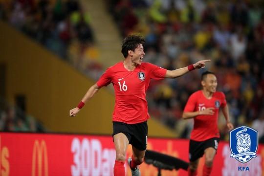 '황의조 원샷원킬!' 한국, 호주에 1-0 리드(전반 종료)