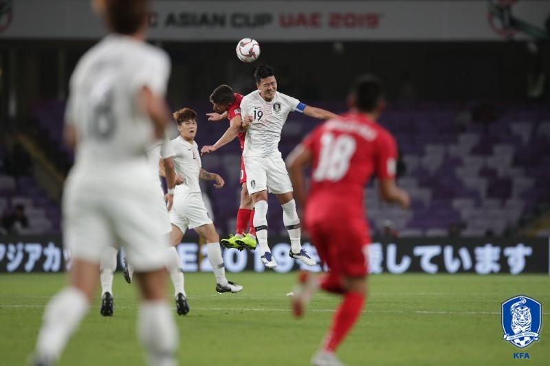 '김민재 헤더골' 한국, 키르기에 1-0 접전(전반 종료)
