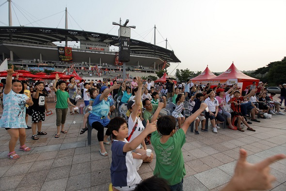 초여름 밤의 축구축제! U-20 월드컵 열기, '슈퍼매치'가 잇는다_이미지