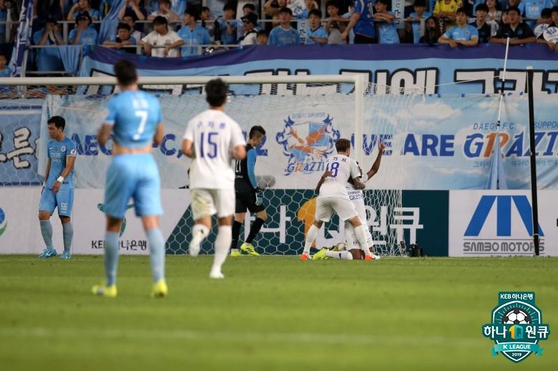 '타가트 5경기 연속골' 수원, 대구 원정서 2-0 승리...1점차 추격