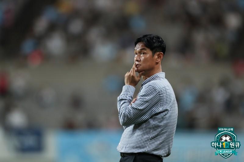 """최용수 감독, """"역전에 능한 강원, 종료전까지 예측불가"""""""
