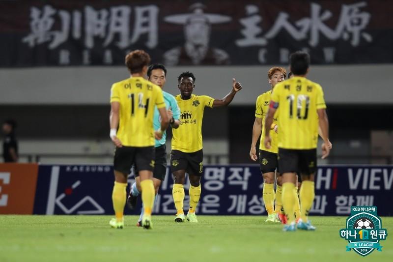 절실했던 수원 FC, '압박+활동량'으로 7G 무승 사슬 끊었다