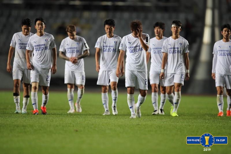 '4부 팀'에 압도된 '명문' 수원...최악 위기 맞은 이임생호