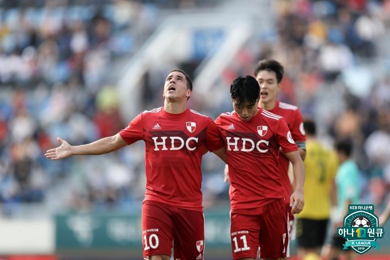 '이정협-호물로 골' 부산, 수원FC 2-0 제압...광주와 4점 차