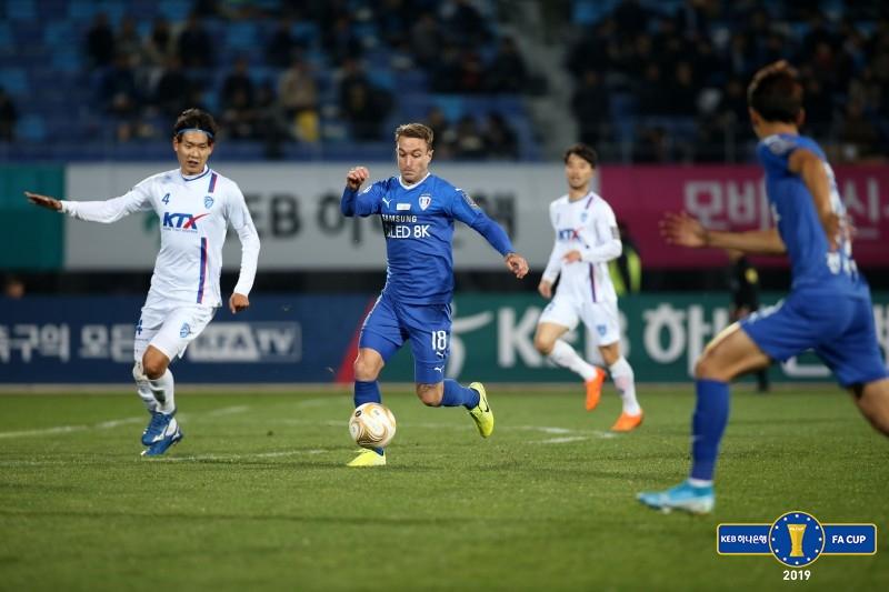 '최다 우승팀' 수원, '3부' 대전 코레일과 0-0 무...승부는 2차전으로