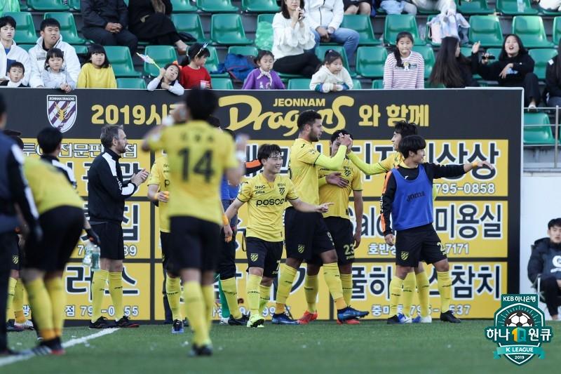 '바이오 멀티골' 전남, 안산에 2-1 승...6위로 마무리