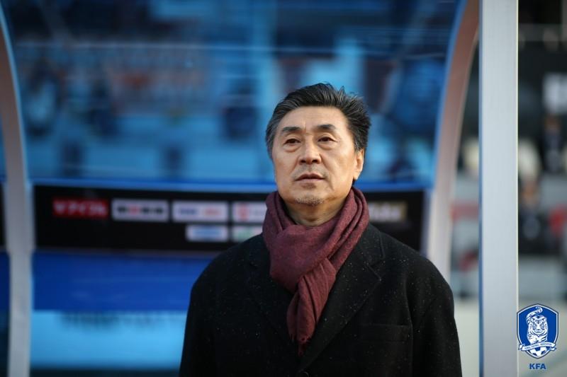 """中 지아 감독, """"많이 배웠다...한국 대표팀 더 발전할 것"""""""