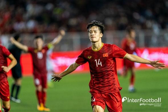 박항서의 베트남, 금메달 보인다...인도네시아에 1-0 리드 (전반 종료)