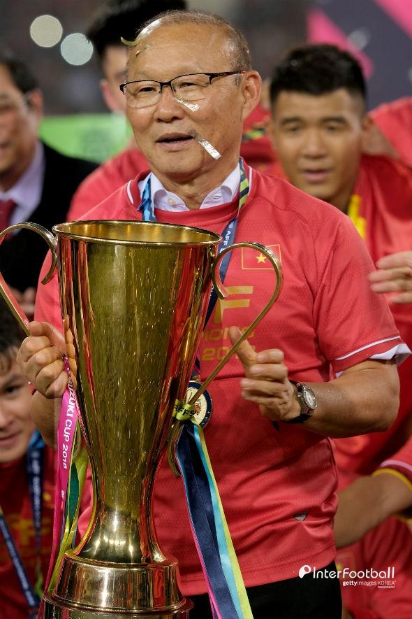 박항서의 베트남, 60년 만 금메달+무패우승 역사...인니 3-0 제압