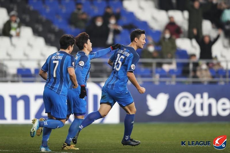 '3백' 가동한 울산, 안방서 도쿄와 1-1 무승부