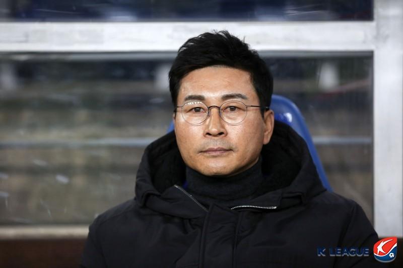 """'3백 가동' 김도훈 감독, """"만족하지 않지만 경쟁력 보여줬다"""""""