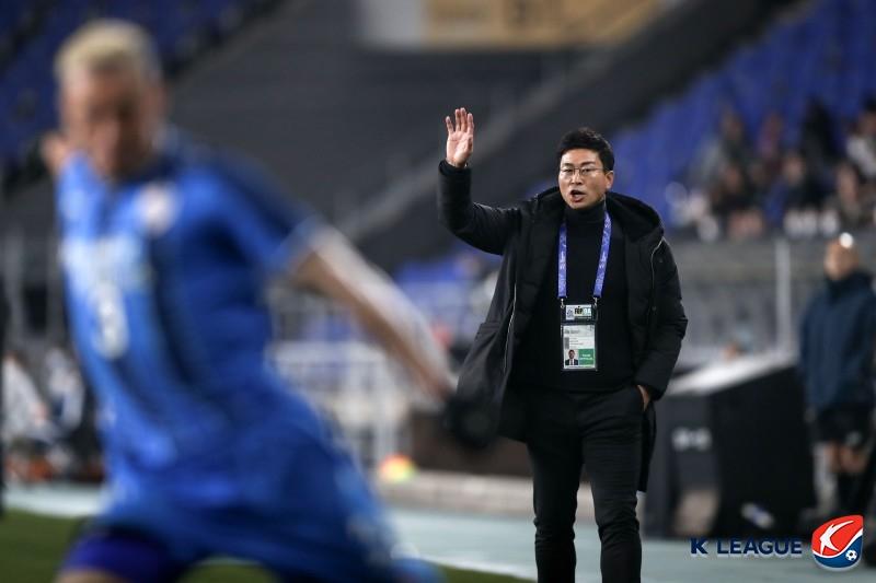 실패에서 해답 찾은 김도훈, '플랜B'는 공격적인 3백