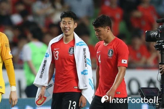 """황희찬이 손흥민에게 """"흥민이형은 더 강하게 돌아올 것"""""""
