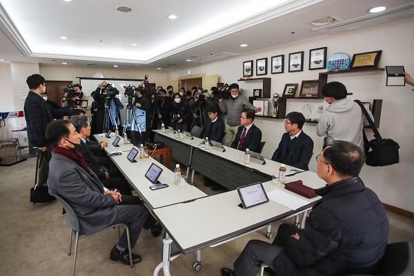 K리그, 코로나19 확산으로 잠정 연기...ACL 무관중 경기 권고