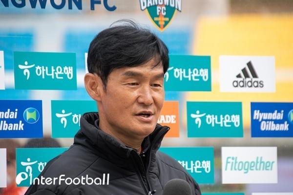 """'역전패' 최용수 감독의 인정, """"내용과 결과 모두 강원에 내줬다"""""""