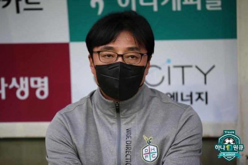 """황선홍 대전 감독, """"K리그2 우승 후보 없다...매경기 어려워"""""""