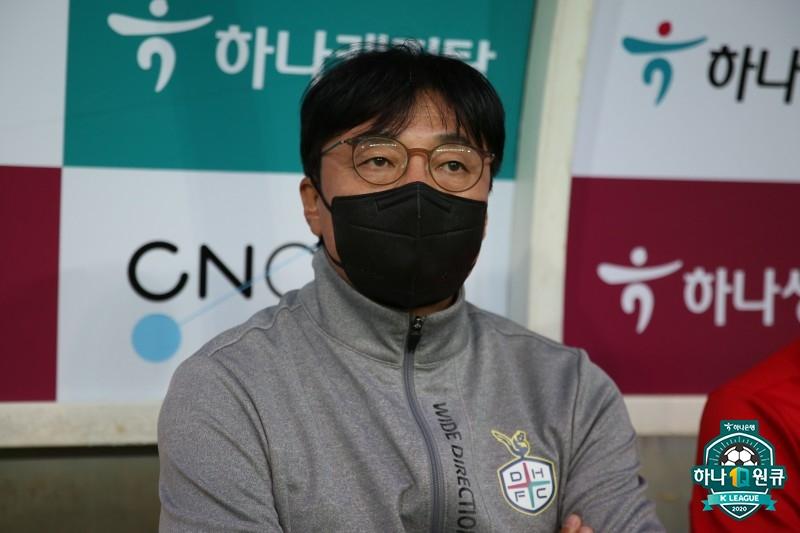 """'4G 무패+선두' 황선홍 감독, """"지키는 것도 강팀의 조건!"""""""